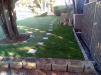 residential-artifical-lawn-front-of-house